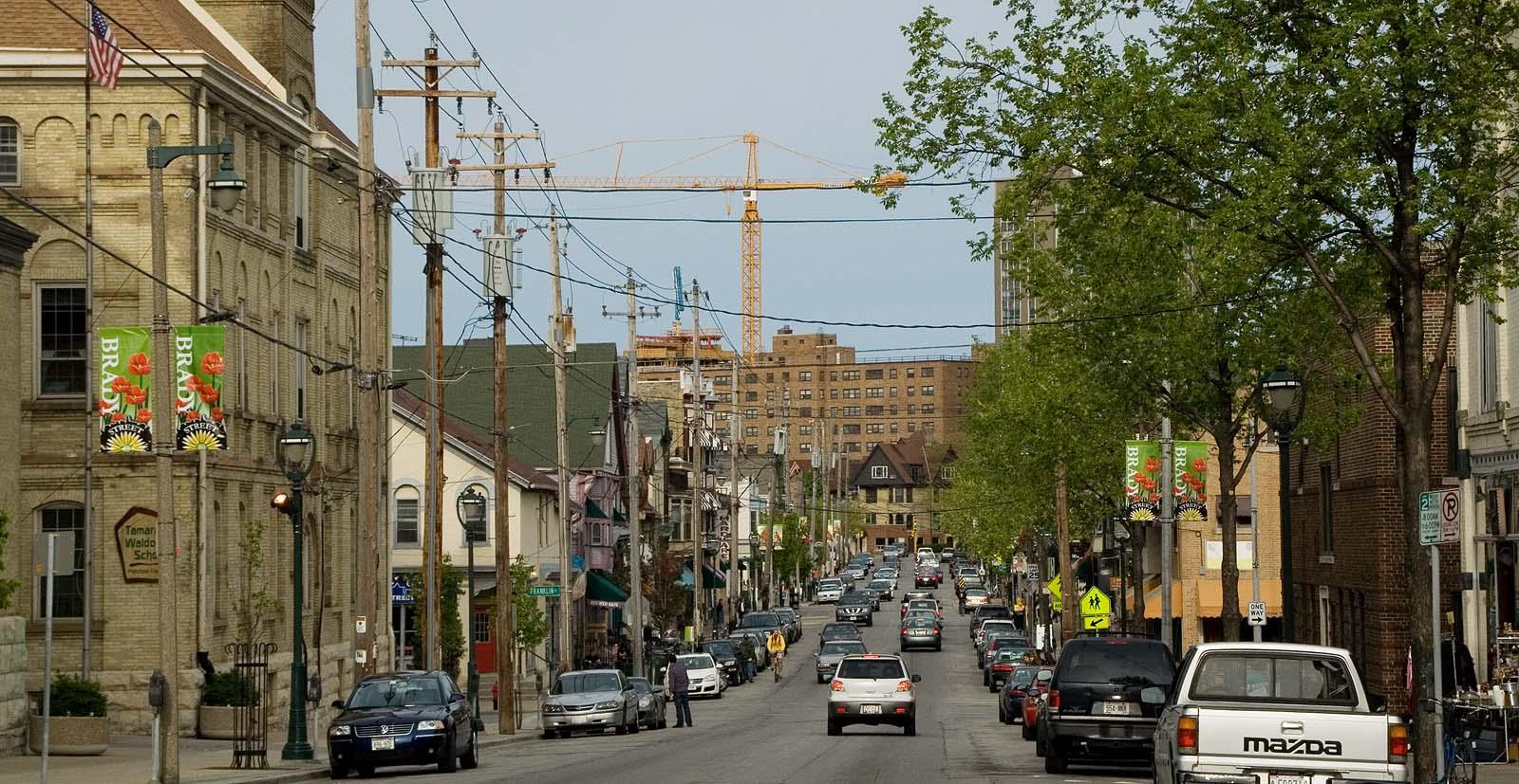 milwaukees brady street neighborhood - HD1600×827